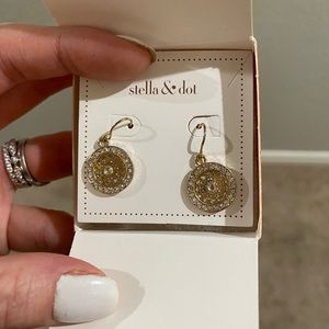 🔴Gold earrings and packaging says Stella and dot